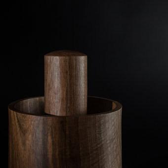 m rser aus walnu holz manufaktur f r holz und licht. Black Bedroom Furniture Sets. Home Design Ideas